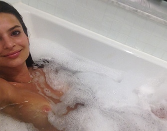 Get a Huge Boner From Looking at These Leaked Nudes of Emily Ratajkowski